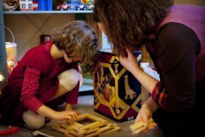 enfant en train de jouer en consultation avec Anne Pioz psychopraticienne